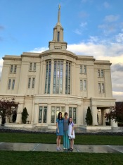 Payson Temple Mom-Girls Photo